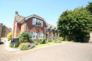 2 Bedrooms Flat for sale in Sussex Gardens, East Dean, East Sussex