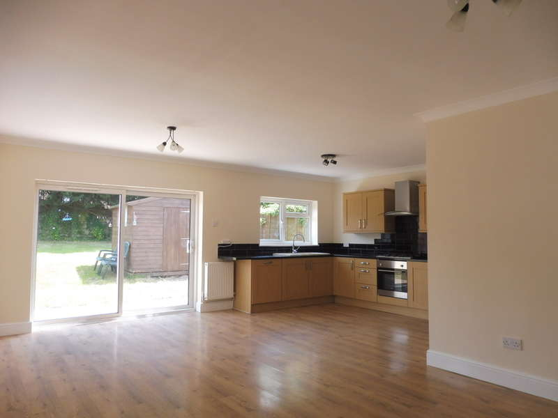 3 Bedrooms Semi Detached Bungalow for sale in The Walk, New Inn, PONTYPOOL
