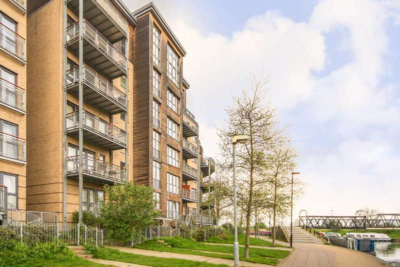 3 Bedrooms Flat for sale in Harry Zeital Way, Clapton, E5