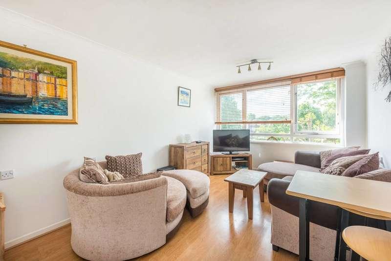 1 Bedroom Flat for sale in Justin Close, Brentford, TW8