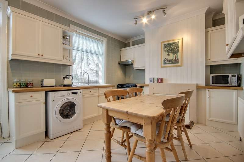 2 Bedrooms Terraced House for sale in Barnsley Road, Wakefield, West Yorkshire, WF4
