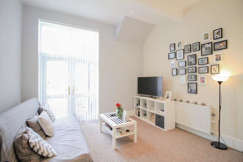1 Bedroom Flat for sale in King Charles Road, Surbiton.