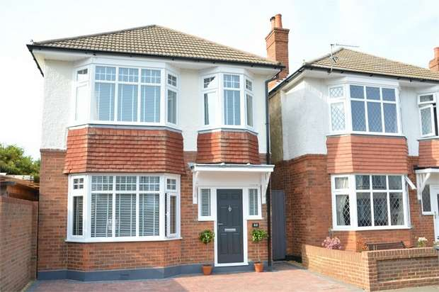 3 Bedrooms Detached House for sale in Court Road, Charminster, Bournemouth