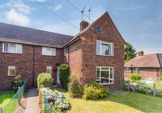 2 Bedrooms Maisonette Flat for sale in 22 Withycroft, George Green, SLOUGH, Buckinghamshire