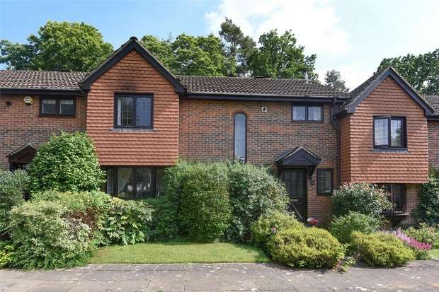 3 Bedrooms Terraced House for sale in Thorne Close, CROWTHORNE, Berkshire