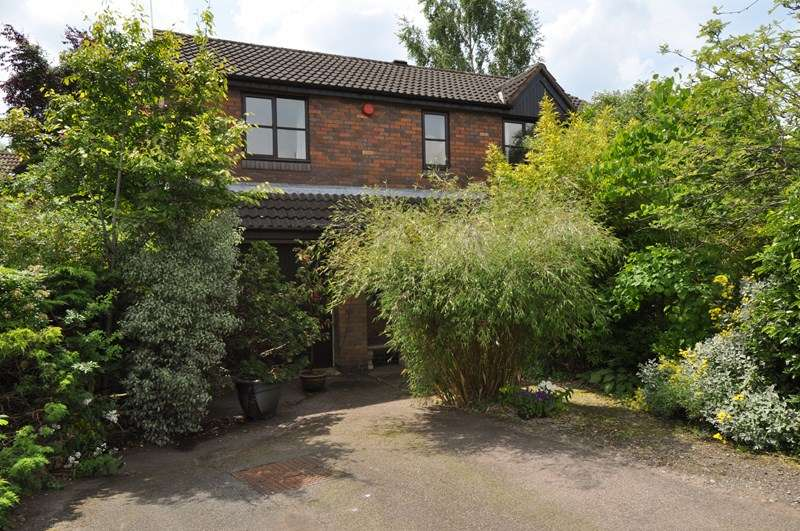 3 Bedrooms Detached House for sale in Foxholes Lane, Callow Hill, Redditch