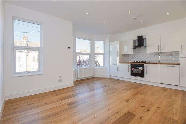 3 Bedrooms Flat for sale in Gonville Road, LONDON, CR7