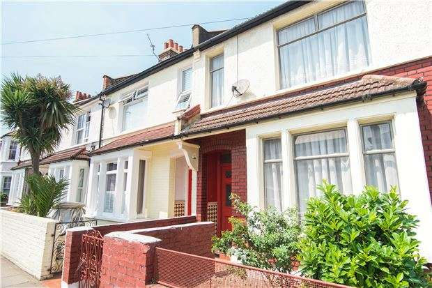 3 Bedrooms Terraced House for sale in Burntwood Lane, LONDON, SW17 0JY