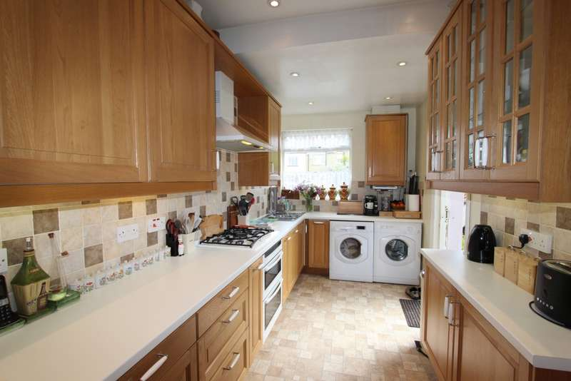 3 Bedrooms Terraced House for sale in Kingscote Road, Addiscombe, CR0