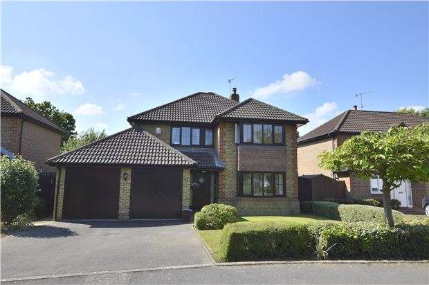 4 Bedrooms Detached House for sale in HORLEY, RH6