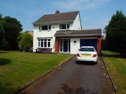 3 Bedrooms Detached House for sale in Holhouse Lane, Greenmount, Bury, Greater Manchester, BL8