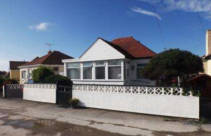 2 Bedrooms Bungalow for sale in Clwyd Gardens, Kinmel Bay, Rhyl, Conwy, LL18