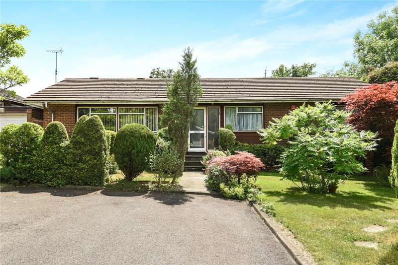 3 Bedrooms Detached Bungalow for sale in Curzon Place, Pinner, Middlesex, HA5