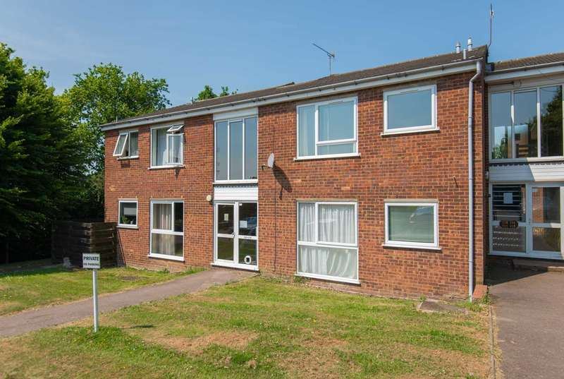 2 Bedrooms Flat for sale in Chiltern Park Avenue, Berkhamsted