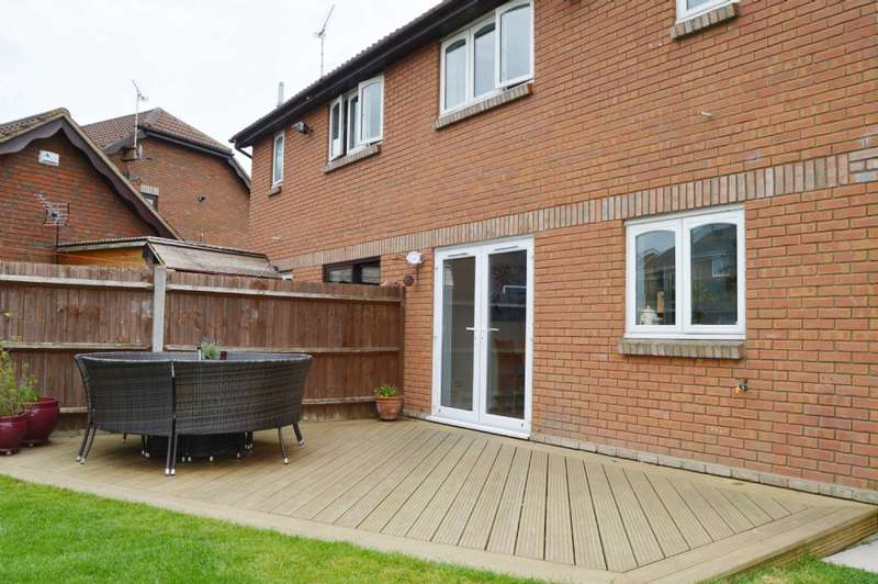3 Bedrooms Semi Detached House for sale in Ramsey Chase, Wickford