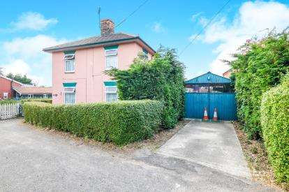 3 Bedrooms Detached House for sale in Halesworth, Suffolk, .