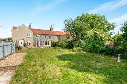 3 Bedrooms Semi Detached House for sale in Northwold, Thetford, Norfolk