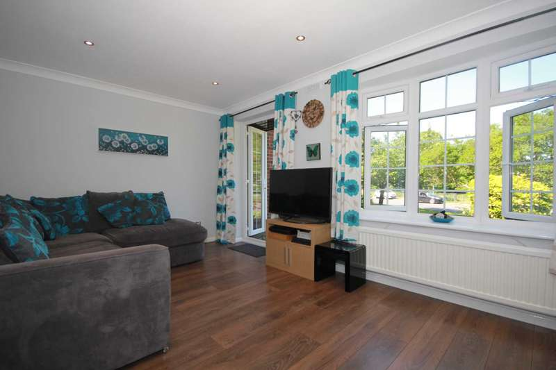 1 Bedroom Maisonette Flat for sale in 1 BEDroom GROUND FLOOR MAISONETTE OVERLOOKING BOXMOOR COMMON WALK TO STATION