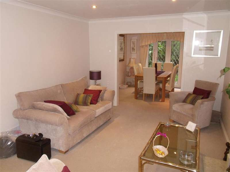 4 Bedrooms Detached House for sale in Grovewood Place, Woodford Green, Essex