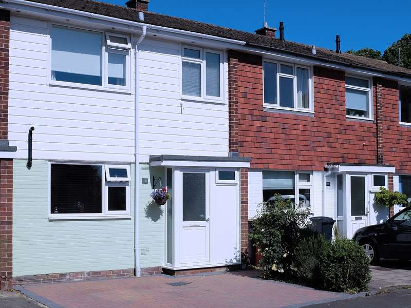 3 Bedrooms House for sale in Lime Close, Chichester, PO19
