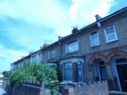 2 Bedrooms Flat for sale in Hertford Road, Waltham Cross, Hertfordshire
