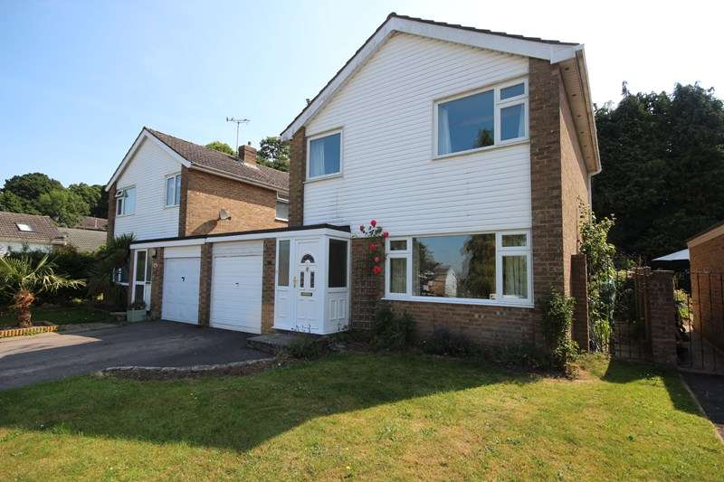 3 Bedrooms Link Detached House for sale in Denholm Close, Poulner, Ringwood