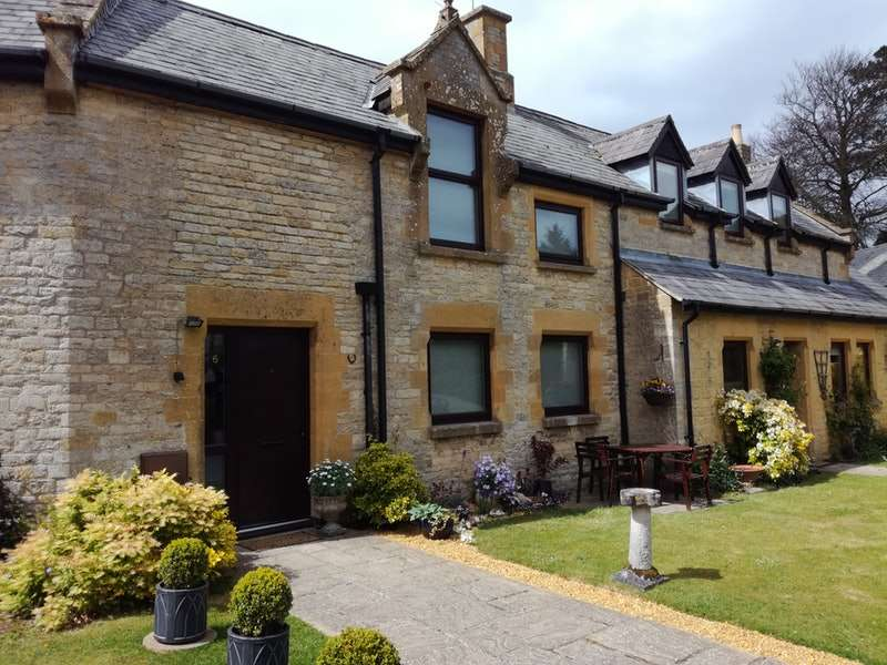 2 Bedrooms Terraced House for sale in The Stables, Fosseway House, Fosseway, Stow on the Wold, Gloucestershire, GL54