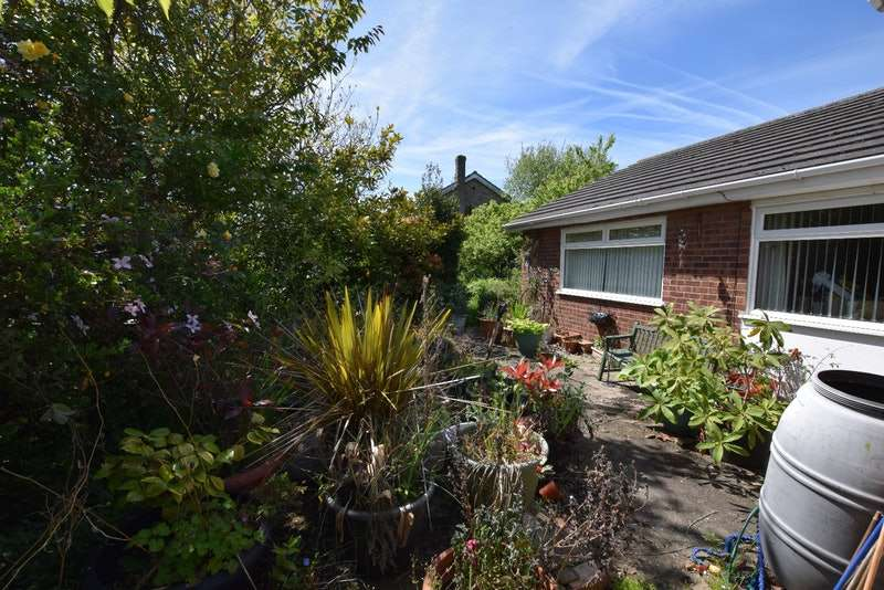 3 Bedrooms Bungalow for sale in Oakmead Road, Clacton-on-Sea, Essex, CO16