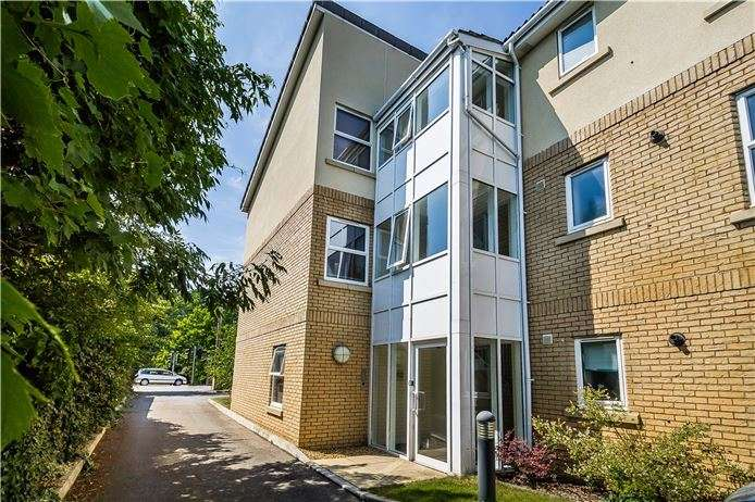 2 Bedrooms Flat for sale in The Wickets, High Street, Trumpington