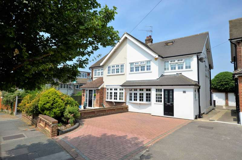 4 Bedrooms Semi Detached House for sale in Essex Gardens, Hornchurch