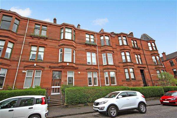 3 Bedrooms Flat for rent in Langside Place, Glasgow
