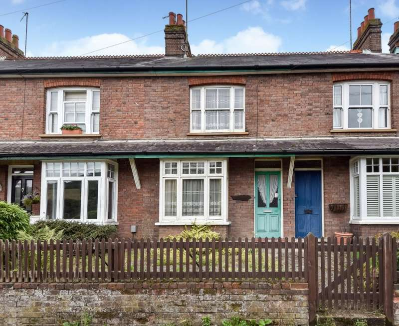 3 Bedrooms Terraced House for sale in Vale Road, Chesham, Buckinghamshire, HP5 3HJ