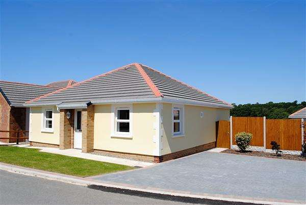 2 Bedrooms Semi Detached Bungalow for sale in GIBBAS WAY, OFF UPPER LAMPHEY ROAD, Pembroke