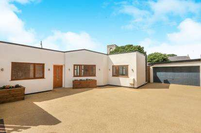 2 Bedrooms Bungalow for sale in Market Street, Abergele, Conwy, North Wales, LL22