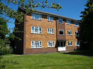 2 Bedrooms Flat for sale in Ninehams Court, Milton Road, Caterham, Surrey