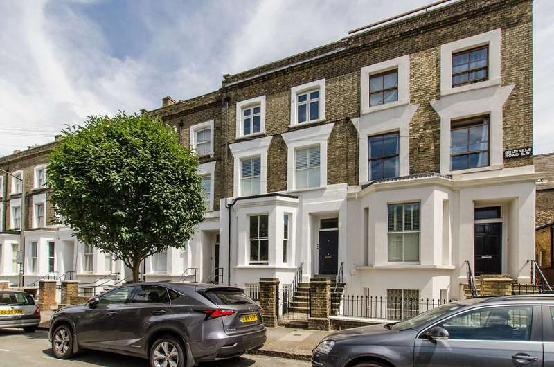 2 Bedrooms Maisonette Flat for sale in Brussels Road, St John's Hill, SW11