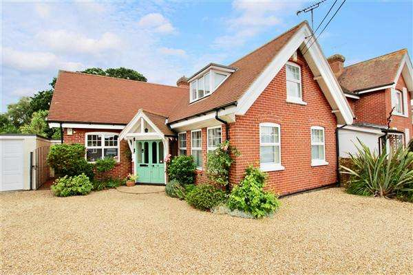 3 Bedrooms Detached House for sale in Martins Hill Lane, Christchurch