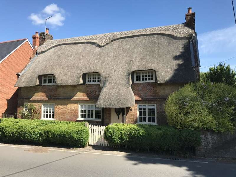 4 Bedrooms Detached House for sale in CRANBORNE, WIMBORNE