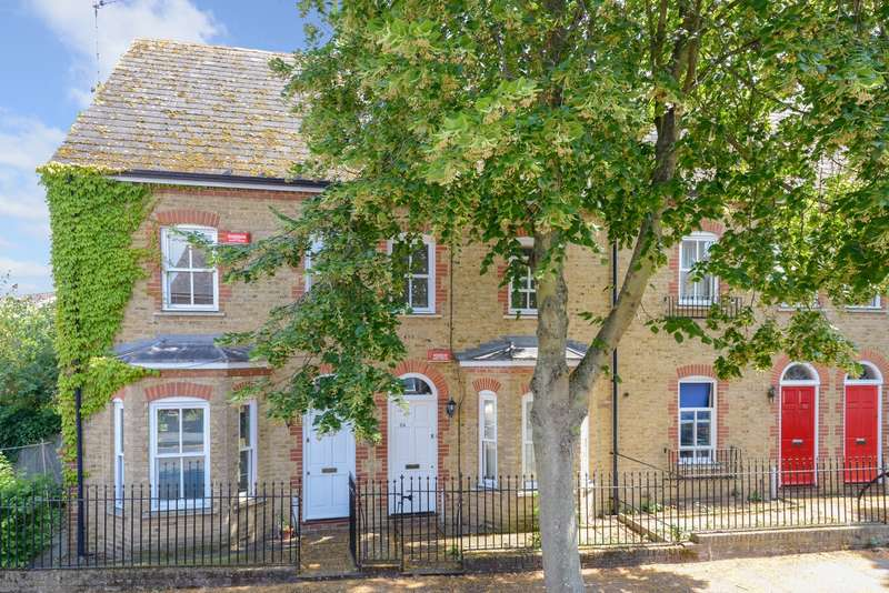 4 Bedrooms Terraced House for sale in Roper Road, Canterbury, CT2