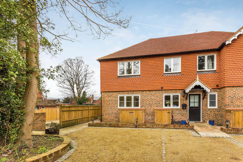 2 Bedrooms End Of Terrace House for sale in High Street, Limpsfield