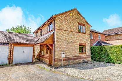 4 Bedrooms Detached House for sale in Spiers Drive, Brackley, Northamptonshire