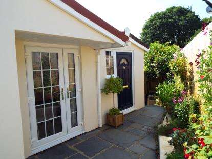 2 Bedrooms Detached House for sale in Maen Valley, Goldenbank, Falmouth