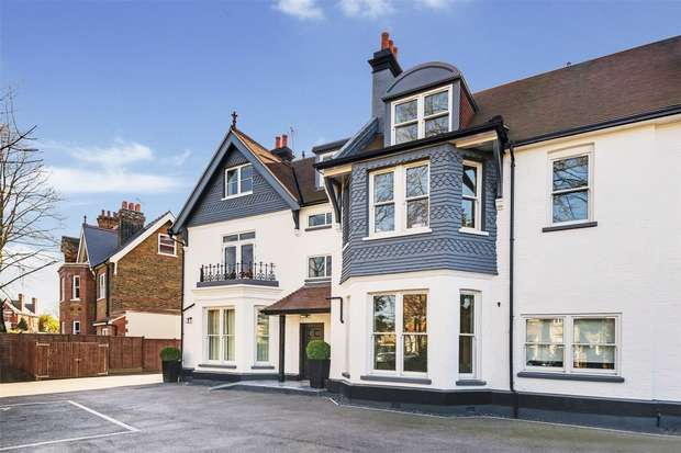 2 Bedrooms Flat for sale in The Lodge, Creffield Road, Ealing