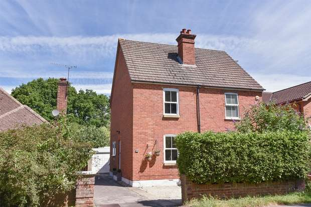 3 Bedrooms Cottage House for sale in Ellis Road, CROWTHORNE, Berkshire