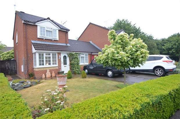 3 Bedrooms Detached House for sale in Helensgate, Thomas Rochford Way, Cheshunt, Hertfordshire