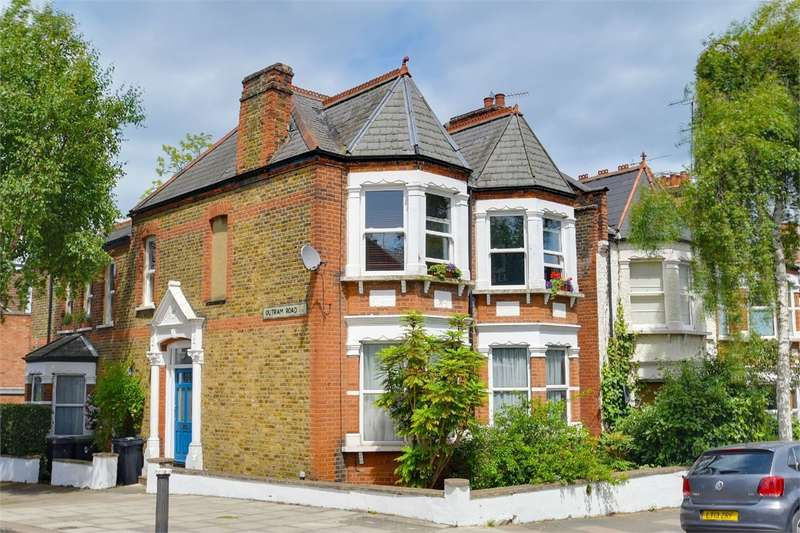 2 Bedrooms Flat for sale in Victoria Road, Alexandra Park, London