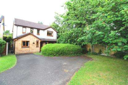 4 Bedrooms Detached House for sale in Goldcrest Close, Manchester, Greater Manchester