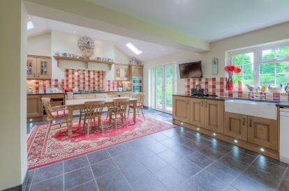 5 Bedrooms Detached House for sale in Forge Gardens, Yielden, Bedford, Bedfordshire