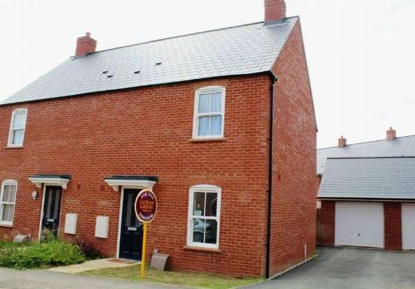 3 Bedrooms Semi Detached House for sale in Chaplins Drive, Roade, Northampton NN7 2PX