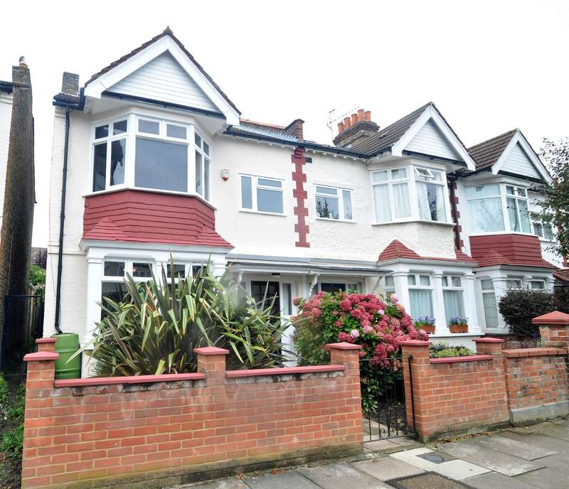 3 Bedrooms Semi Detached House for sale in Claygate Road, Ealing, W13 9XG